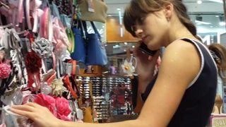 partouze asiatique sous les robes des femmes